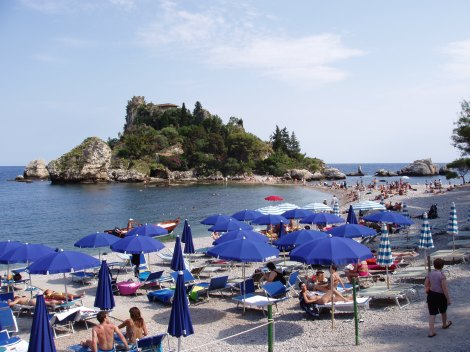Picture of Isola Bella from above the beach. Taken by User:Herandar on 06/12/2005.{{GFDL-self}}{{cc-by-sa-2.5}} [Category:Taormina] [Category:Island]